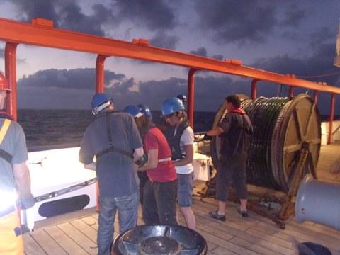 Ausbringen des Streamers für die Seismik an Bord des FS Maria S. Merian.